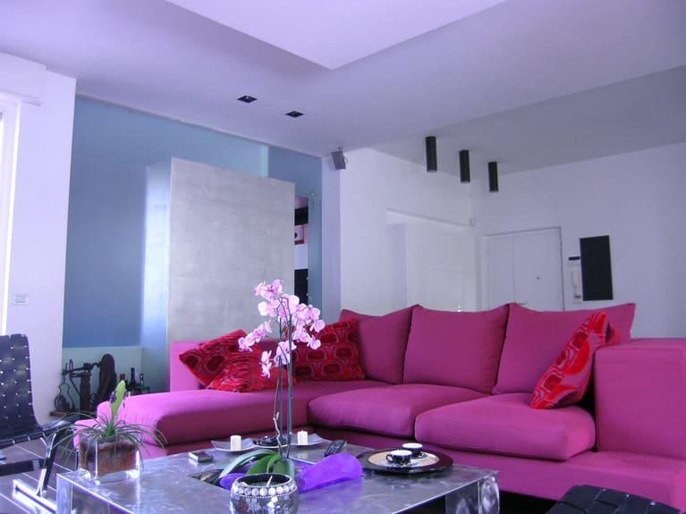 salotto in cotone colori furia rosso viola cuscini velluto contrasti