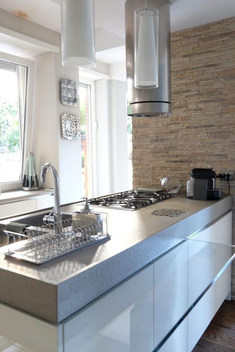 progetto casa e giardino cucina isola parete in pietra