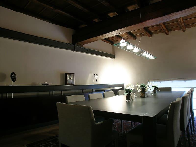 sala da pranzo soffitto a cassettoni mobili su disegno lamopadario design