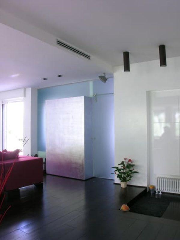 atticoRoma-interiordesign-progetto-openspace-vistasalone-pareteinvetro-decorazione-fogliad'argento