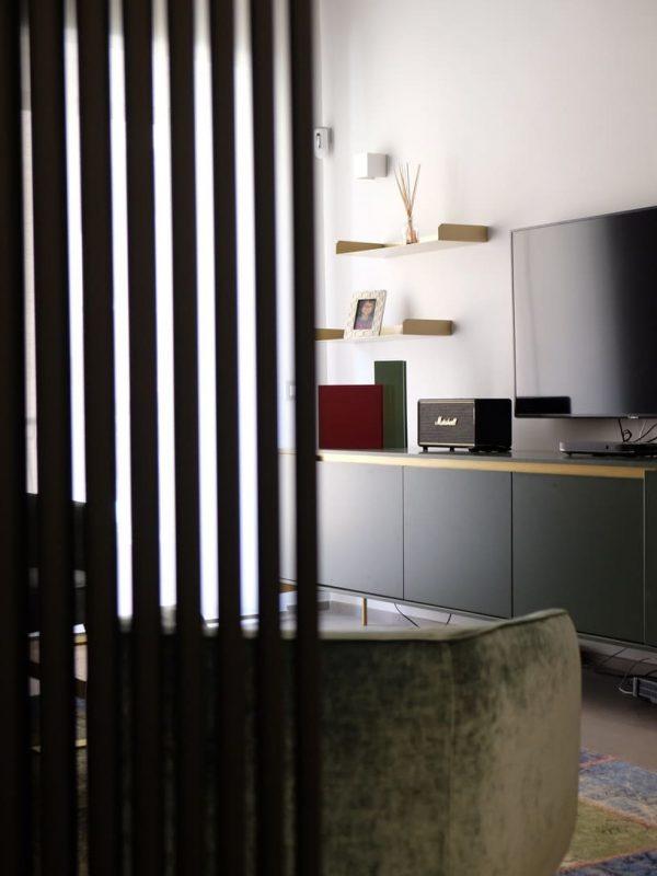 primo piano termo arredo nero opaco a libera installazione salotto