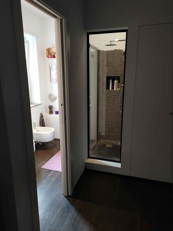 camera padronale bagno doccia a vista vetro ferro nero
