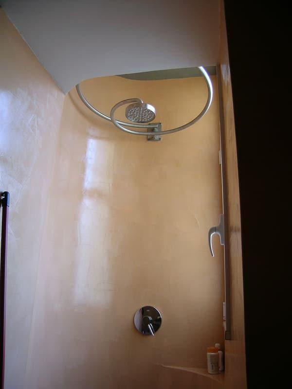 doccia su misura rivestimento in resina Gobbetto soffione design Rapsel