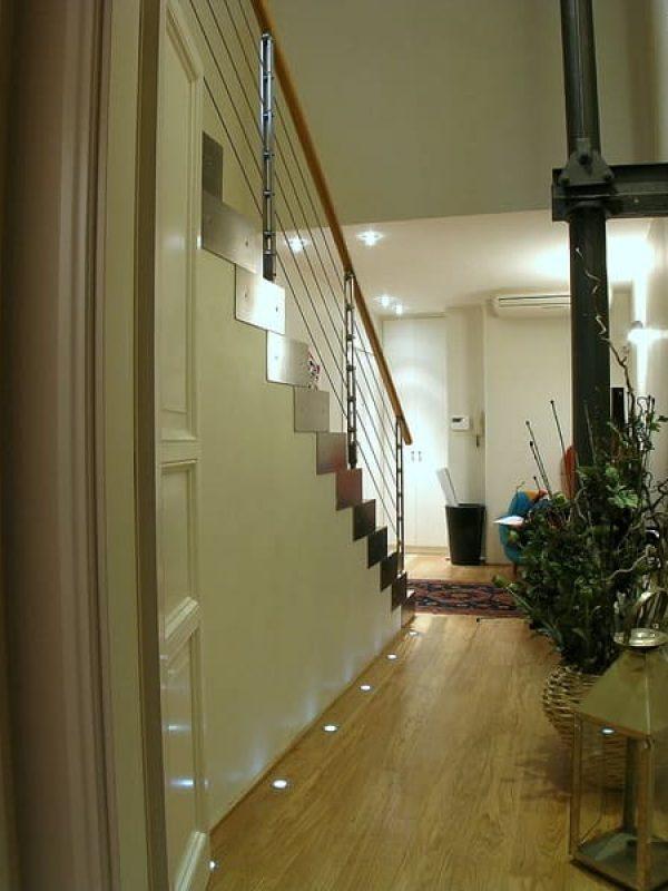 corridoio lampade a pavimento vista della scala d'ingresso dalla zona notte